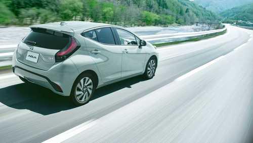 تویوتا آکوا 2022 خودروی ژاپنی پیشرفته + عکس