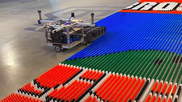 ساخت ربات رکورد شکن دومینوچین توسط مارک روبر و الکس بائوکام