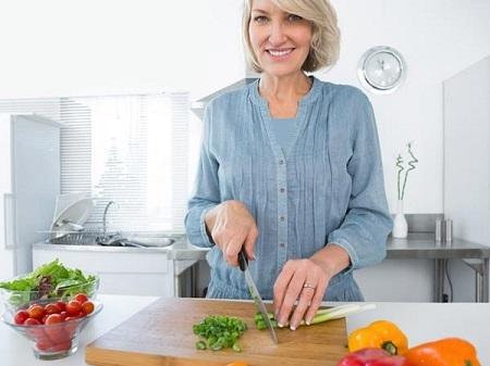 همه چیز درباره ی تغییرات دوران یائسگی food menopausal diet