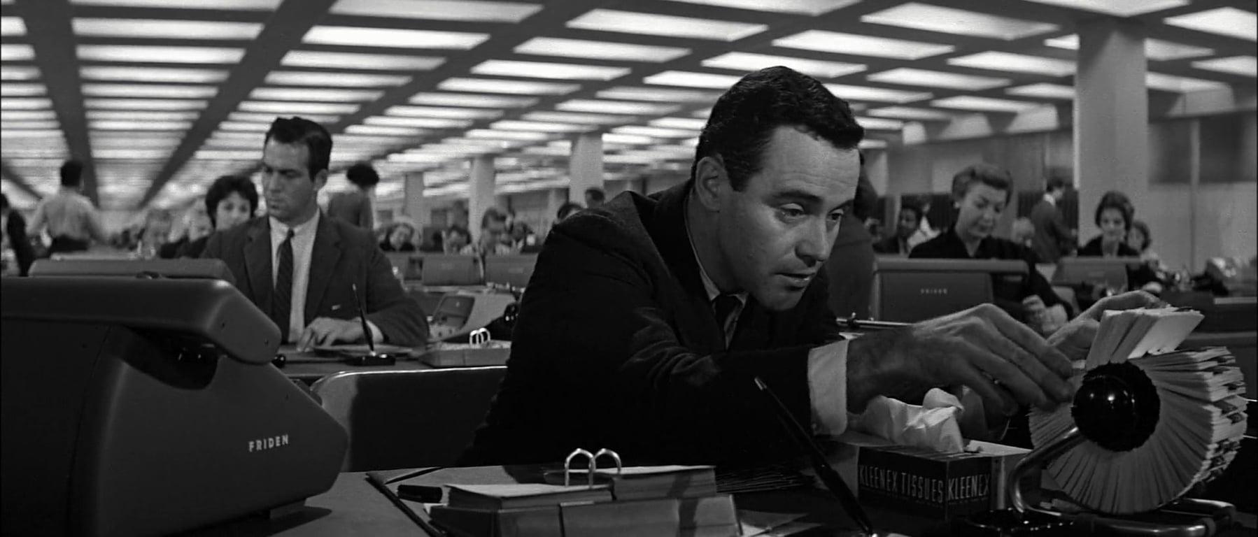 جک لمون در فیلم سینمایی The Apartment بیلی وایلدر