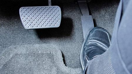 گیر کردن پدال گاز خودرو Stuck car accelerator pedal