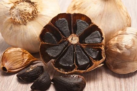 سیر سیاه چیست؟ 5 خاصیت شگفت انگیز سیر سیاه black garlic