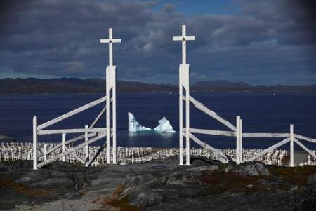 عکس های روز از بازی شبه نظامیان کابل در شهربازی تا آب شدن کوه یخی در گرینلند iceberg