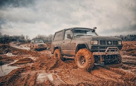 گیر کردن خودرو در گل یا باتلاق stuck car mud