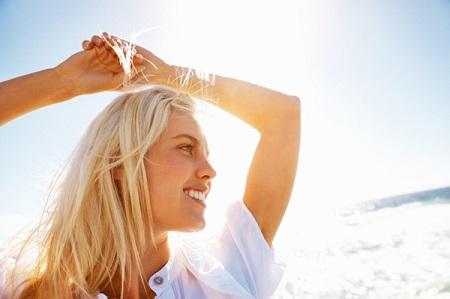 تاثیر نور خورشید بر رنگ و رشد مو hair sun effect